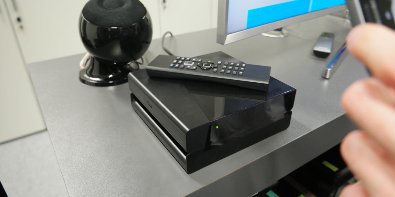 sfr lance le d codeur plus une box sans fil tv 4k. Black Bedroom Furniture Sets. Home Design Ideas