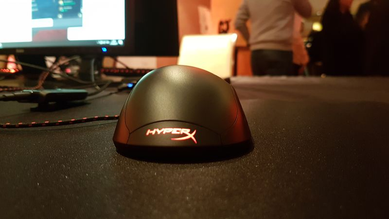 hyperx pr sente la souris gamer pulsefire fps. Black Bedroom Furniture Sets. Home Design Ideas